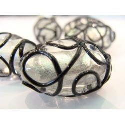 vinutá perle, ovál, čiré sklo, stříbrný průtah, povrchové vzorování, modré