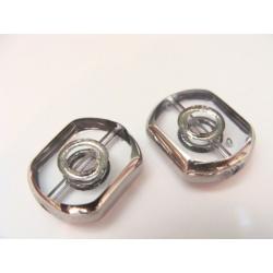 obdelník, oválné kraje, barva čirá, obvod a část plošky zdobena stříbrným kovem