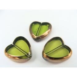 srdíčko, barva zelená, obvod zdoben zlatým kovem