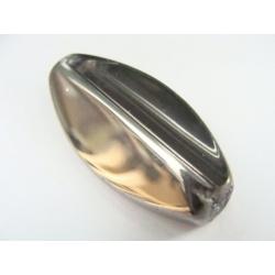 nepravidelný ová, zkosenýl, barva čirá, velký, obvod a část plošky zdobena stříbrným kovem