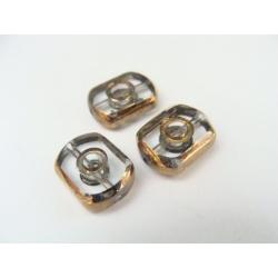 obdelník-zaoblený, barva, obvod a část plošky zdoben zlatým kovem